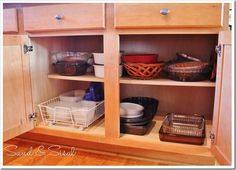 Kitchen Cabinet Organization {Taming the Tupperware}