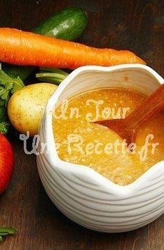 Photo de la recette Soupe de légumes Pickles, Cucumber, Food, Cream Soups, Vegetarian Cooking, Eten, Pickle, Pickling, Cauliflower