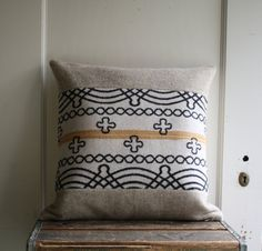 Pillow cover in vintage Pendleton wool and linen.  Can't get enough of these old Pendleton patterns...