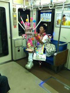 電車内 - NAVER画像検索 You just never know what you will see on the late night train.