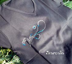 Modrostříbrná abstrakce Beading Jewelry, Brooch, Beads, Hand Embroidery, Beading, Pearl Jewelry, Brooches, Bead, Pearls
