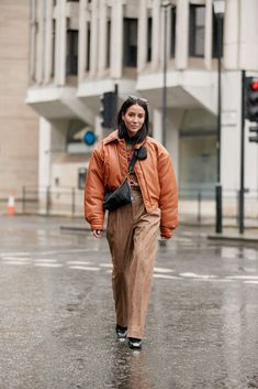 London Street Style Influencer Looks Fall The Best Street Style Photos from London Fashion Week Women's, Models, editors, influencer photos Best Street Style, Autumn Street Style, Cool Street Fashion, Street Style Looks, Winter Style, Chloe King, Leonie Hanne, Anna Wintour, London Street