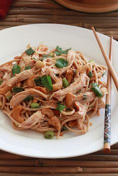 Sichuan Chicken and Cashew Noodles. Tender chicken and crunchy cashews combine with a delicious blend of Asian flavors. Asian Recipes, Healthy Recipes, Ethnic Recipes, Cashew Recipes, Japanese Recipes, Gourmet Recipes, Yummy Recipes, Noodle Recipes, Lunches And Dinners