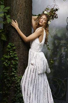 Gigi Hadid is bringing haute couture to the spotlight with Harper's Bazaar's October 2016 cover story. Photographed by Karl Lagerfeld, the blonde beauty wears a Fendi Haute Forrure gown while posing next to a white Zuhair Murad, Sports Illustrated, Elie Saab, Amanda Harlech, Love Fashion, Fashion Models, Fashion Shoot, White Fashion, Fashion News