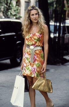 ただのカラフルなドレスで終わらせない小物使い名人キャリー・ブラッドショー