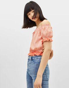 Blusa con estampado de cuadros de Bershka 15,99 € Off Shoulder Blouse, Ss, Outfits, Women, Fashion, Blouses, Ruffles, Shirts, Summer