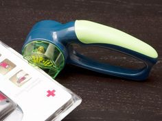 Zip-it Clamshell and Plastic Package Opener