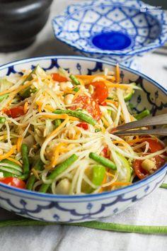 Thai Papaya-Salat - Madame Cuisine - Famous Last Words Thai Recipes, Salmon Recipes, Fish Recipes, Asian Recipes, Low Carb Recipes, Grilling Recipes, Healthy Recipes, Sausage Recipes, Hamburger Meat Recipes