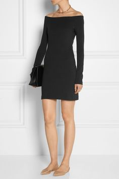 Love how simple this dress is, it's like a multipurpose little black dress!