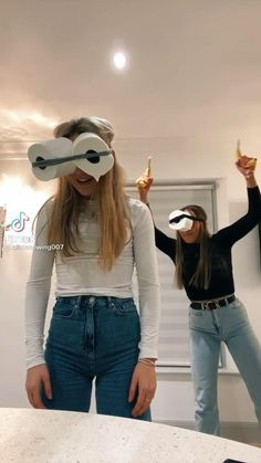 Funny Vidos, Really Funny Memes, Funny Laugh, Funny Relatable Memes, Stupid Funny, Things To Do At A Sleepover, Fun Sleepover Ideas, Crazy Things To Do With Friends, Funny Videos Clean