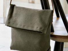 手作りショルダーバッグ(帆布)の作り方 ぬくもり Leather Backpack, Leather Bag, Metal Fashion, Handmade Bags, Leather Working, Leather Craft, Fashion Bags, Purses And Bags, Messenger Bag