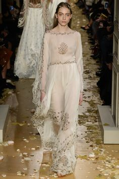See the complete Valentino Spring 2016 Couture collection.