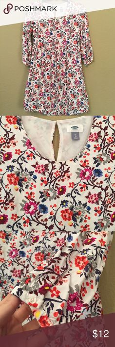 Old Navy floral print dress Cute 3/4 sleeve floral dress with key hole in back and buttons at ends of sleeves. Double layered. Old Navy Dresses Mini