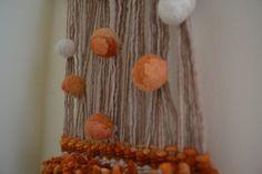 Telar con ponpones de la lana..