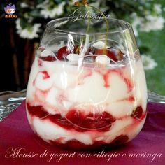 Mousse di yogurt con ciliegie e meringa, dessert freschissimo e goloso, con poche calorie! perfetto per l'estate..;)