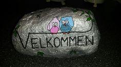 Lille velkomst sten malet med acryl maling og posca tusser Posca, Stone Painting, Rock Painting, Rock Art, Painted Rocks, Diy And Crafts, Wood Burning, Pointillism, Kunst