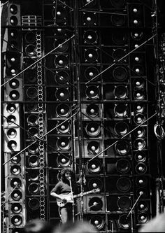 20 Amazing Vintage Photos of the Grateful Dead's Wall of Sound, 1974 ~ vintage everyday Grateful Dead, Dead Pictures, Dead Pics, Dead Images, Ear Sound, Wall Of Sound, The Jam Band, Speaker Design, Rockn Roll