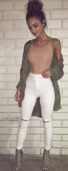 This beige and neutrals yeezy inspired outfit is so cool!