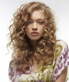 Simple Side Swept Curly Hairdo