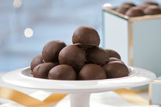 No candy-making skills required to make these no-bake chocolate-dipped peanut butter balls. They're perfect for festive gift-giving - the hard part will be having to give them all away! Kraft Recipes, Candy Recipes, Sweet Recipes, Cookie Recipes, Dessert Recipes, Xmas Food, Christmas Cooking, Christmas Desserts, Christmas Buffet