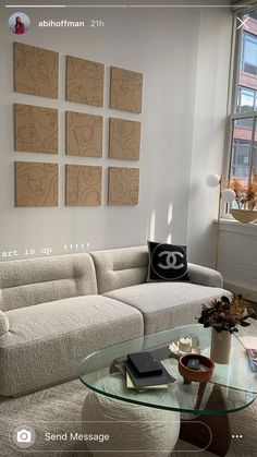 Image about aesthetic in Interior 🛋 by 🍸🥟 on We Heart It Home Living Room, Living Room Decor, Bedroom Decor, Wall Decor, Dream Home Design, Home Interior Design, Aesthetic Rooms, My New Room, House Rooms