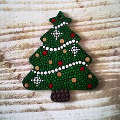 Dotted Chistmas ornaments - wood blank and acryilic paints Christmas Mandala, Christmas Rock, Christmas Crafts, Xmas, Christmas Tree Painting, Painted Christmas Ornaments, Handmade Christmas Decorations, Dot Painting Tools, Dot Art Painting