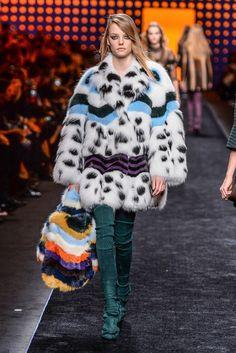 【ルック】「フェンディ」2016-17年秋冬ミラノ・コレクション 42 / 45 Fall Fashion 2016, Fur Fashion, Couture Fashion, Fashion News, Fashion Show, Autumn Fashion, Fashion Design, Fashion Trends, Girls Winter Coats