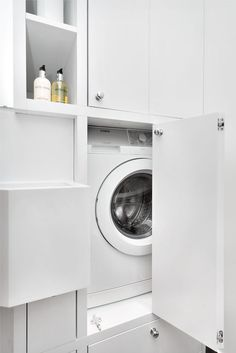 Her er vaskemaskinen gjemt.