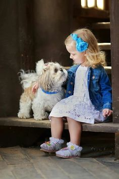 Puppy love ♥ Love that Shih Tzu! Dogs And Kids, Animals For Kids, I Love Dogs, Puppy Love, Cute Animals, Animals Dog, Precious Children, Beautiful Children, Cute Puppies