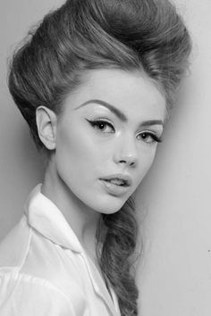 hair looks great and makeup is flawless.eyebrows are on point too! Eye Makeup Tips, Beauty Makeup, Hair Makeup, Hair Beauty, Makeup Art, Makeup Ideas, Cat Eye Eyeliner, Cat Eyes, Eye Liner