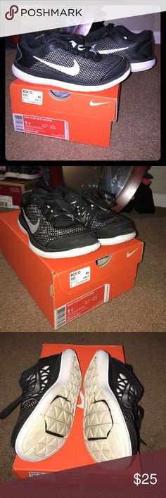 Boys Nike Flex great condition sneakers Gently used and in excellent condition. Black and with with silver swoosh. Just purchased a few months back and will come with original box. Any questions or additional picture requests just ask! 💙 Nike Shoes Sneakers