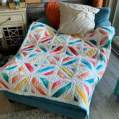 Easy quilting for beginners. Great first quilt project to get started in quilting and sewing. # patchwork quilts for beginners block patterns Beginners Quilt Top DIY Patchwork Quilt Patterns, Beginner Quilt Patterns, Modern Quilt Patterns, Quilting For Beginners, Modern Baby Quilts, Beginner Quilting, Baby Patchwork Quilt, Owl Patterns, Quilted Pillow