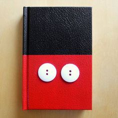 Some paint and a couple of buttons can transform an ordinary sketchbook into a cute autograph book to collect signatures from your favorite Disney characters!