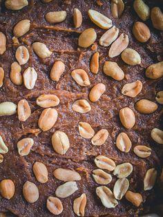Snickers-raakaneliöt (V, GF) – Viimeistä murua myöten Stuffed Mushrooms, Beans, Vegetables, Food, Stuff Mushrooms, Essen, Vegetable Recipes, Meals, Yemek