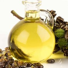 Dandruff is one of those hair ailments that has troubled men (and women) since time immemorial. Read on to know how to use castor oil for treating dandruff Hair Mask For Dandruff, Oils For Dandruff, How To Treat Dandruff, Treating Dandruff, Castor Oil For Eyes, Ayurvedic Hair Care, Castor Oil Benefits, Organic Castor Oil, Beauty