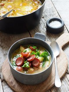 Potetsuppe med pølse Norwegian Cuisine, Scandinavian Kitchen, Seasonal Food, Restaurant Recipes, Hygge, Nom Nom, Salsa, Curry, Food And Drink