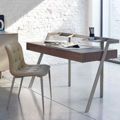 The Bontempi Casa Zac Desk has a frame and 2 steel trays in metal and a wood top with 2 wood drawers. A leather desk pad is also available in various colours. European Furniture, Luxury Furniture Brands, Italian Furniture, Modern Furniture, Furniture Design, Bureau Design, Leather Desk Pad, E Piano, Contemporary Desk