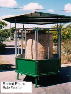Roofed_round_bale_feeder Hay Feeder For Horses, Horse Feeder, Horse Shed, Horse Stalls, Horses And Dogs, Sheep Dogs, Round Bale Feeder, Goat Playground, Dream Barn