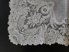 Buyer & Seller of Antique Lace, Fine Linens, Vintage Clothing, Haute Couture, Textiles, Fans: Antique Lace: Handkerchiefs