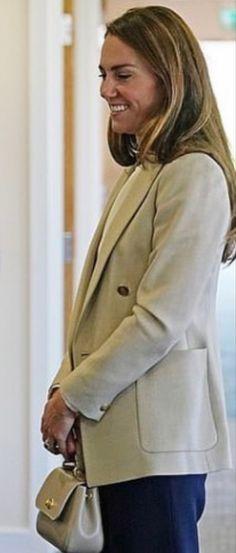 Middleton Family, Kate Middleton, Duchess Kate, Duchess Of Cambridge, Diana Williams, Military Personnel, Prince William, Blazer, Coat