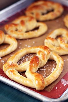 This Week for Dinner – Weekly Meal Plans, Dinner Ideas, Recipes and More!: Homemade Amish Pretzels - This Week for Dinner Homemade Pretzels, Pretzels Recipe, Amish Pretzel Recipe, Pretzel Bread, Homemade Pasta, Homemade Breads, Amish Pie, Tortillas, Pennsylvania Dutch Recipes
