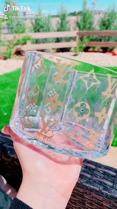 Diy Resin Art, Diy Resin Crafts, Chanel Inspired Room, Bedazzled Bottle, Chanel Decor, Budget Crafts, Custom Starbucks Cup, Baby Pink Aesthetic, Make Up Organiser