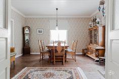 Keltainen talo rannalla: Koteja Suomesta