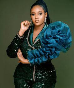 Aso Ebi Lace Styles, Lace Dress Styles, African Lace Dresses, Latest African Fashion Dresses, Dinner Gowns, Short Gowns, Africa Fashion, Unique Dresses, Classy Women