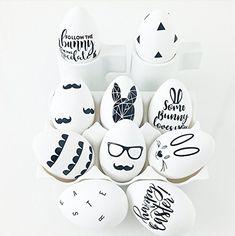 DIY Scandinavian sharpie Easter eggs - black and white, modern Egg Crafts, Easter Crafts, Easter Art, Easter Bunny, Diy Osterschmuck, Easter Egg Designs, Coloring Easter Eggs, Diy Easter Decorations, Easter Cookies