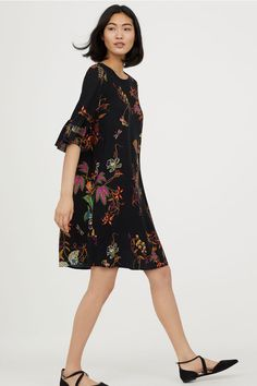 Flounce-sleeved dress - Black/Floral - Ladies   H&M GB 1
