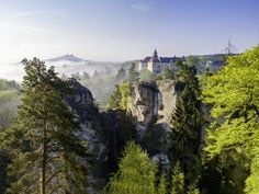 The Coolest Castles in the Czech Republic - There are a ton of amazing castles in the Czech Republic! Some of the greatest castles in the world can be reached on a day trip from Prague Croatia Travel, Thailand Travel, Italy Travel, Bangkok Thailand, Places To Travel, Places To Go, Day Trips From Prague, Dubai Skyscraper, Prague Travel