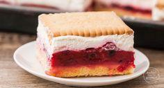 Ein Butterkeks-Kuchen mit Beeren ist der perfekte Sommer-Kuchen für Gartenfeste und Co: fruchtig und erfrischend, schmeckt Kindern und Erwachsenen.