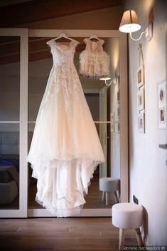 Scatti rubati all'abito da sposa prima delle nozze #matrimonio #nozze #sposi #sposa #abitodasposa #scattisposa #fotosposa #vestitodasposa #weddingdress #wedding #weddinglove #bridedress