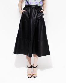 Юбка-миди I am выполнена из искусственной кожи.  Длина юбки (XS) 80см. Состав: иск.кожа, подкладка 100% хлопок